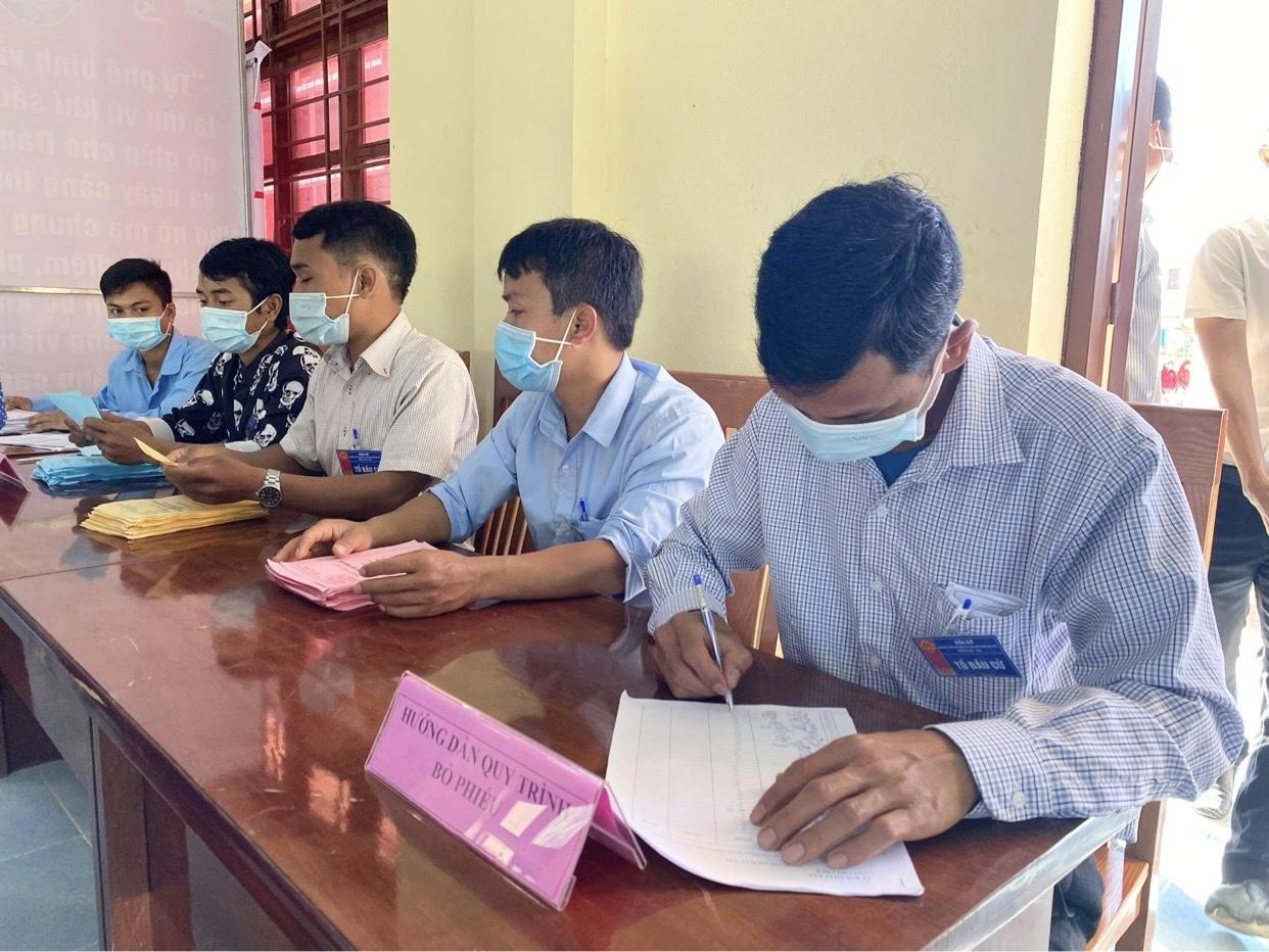 Quảng Nam: Rộn ràng ngày bầu cử sớm tại một số xã vùng cao biên giới  4