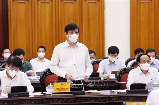 Bộ trưởng Bộ Y tế Nguyễn Thanh Long báo cáo tình hình dịch bệnh COVID-19. Ảnh: Dương Giang/TTXVN