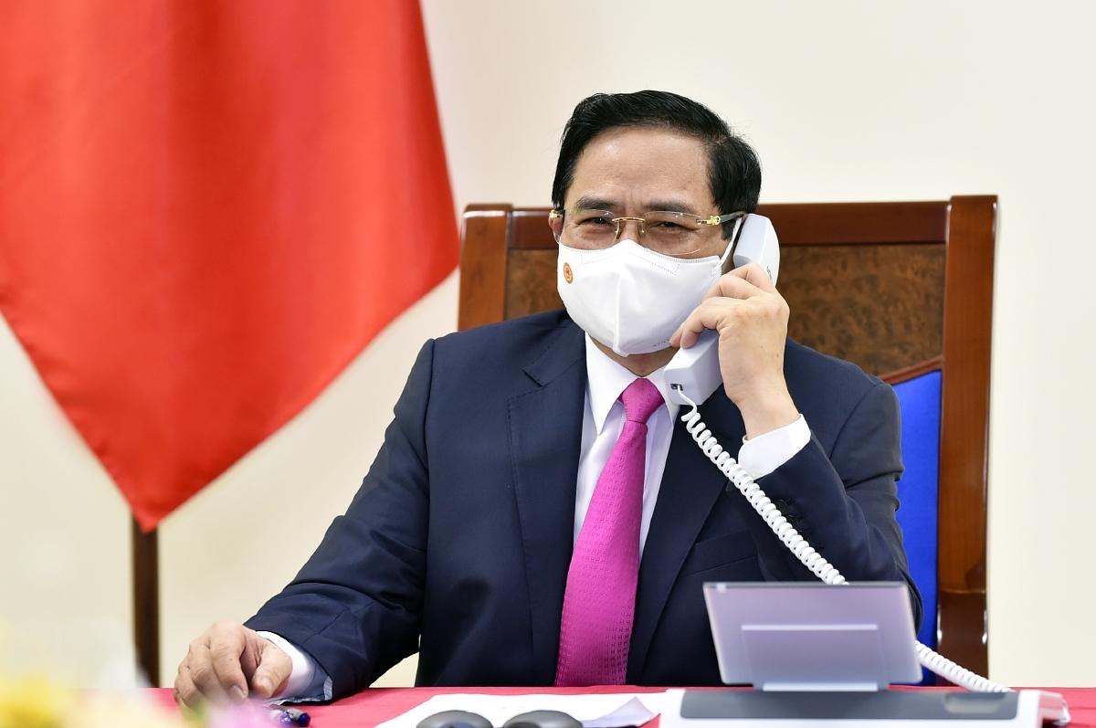 Thủ tướng Chính phủ Phạm Minh Chính điện đàm với Thủ tướng Nhật Bản Suga Yoshihide - Ảnh: VGP/Nhật Bắc
