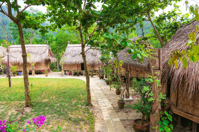 Một góc làng truyền thống Toom Sara của đồng bào Cơ Tu.