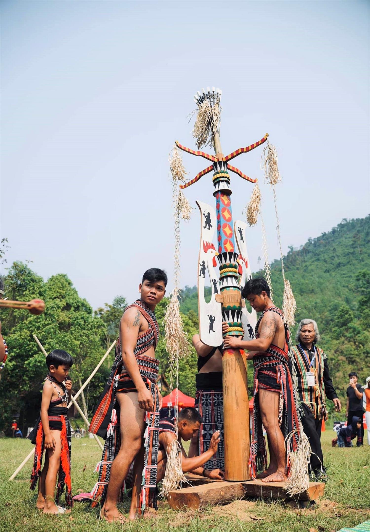 Phát triển du lịch cộng đồng không chỉ giúp đồng bào Cơ Tu ở làng truyền thống Toom Sara tăng thêm thu nhập mà còn góp phần bảo tồn văn hóa truyền thống của dân tộc.
