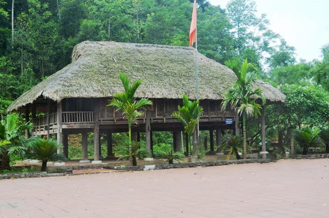 Khu Di tích nhà sàn tại đồi Khau Tý, nơi đầu tiên Bác Hồ ở và làm việc ở ATK Định Hóa