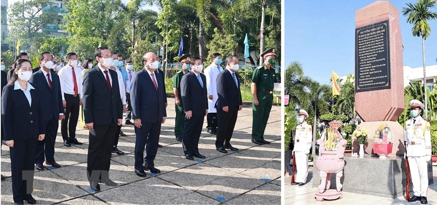 Chủ tịch nước Nguyễn Xuân Phúc dâng hương tại Di tích Nhà thương Giếng Nước. Ảnh: Thống Nhất/TTXVN
