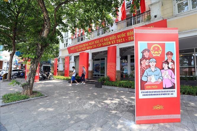 Pano, áp phích tuyên truyền ngày bầu cử tại Trung tâm thông tin Hồ Gươm, quận Hoàn Kiếm, Hà Nội.