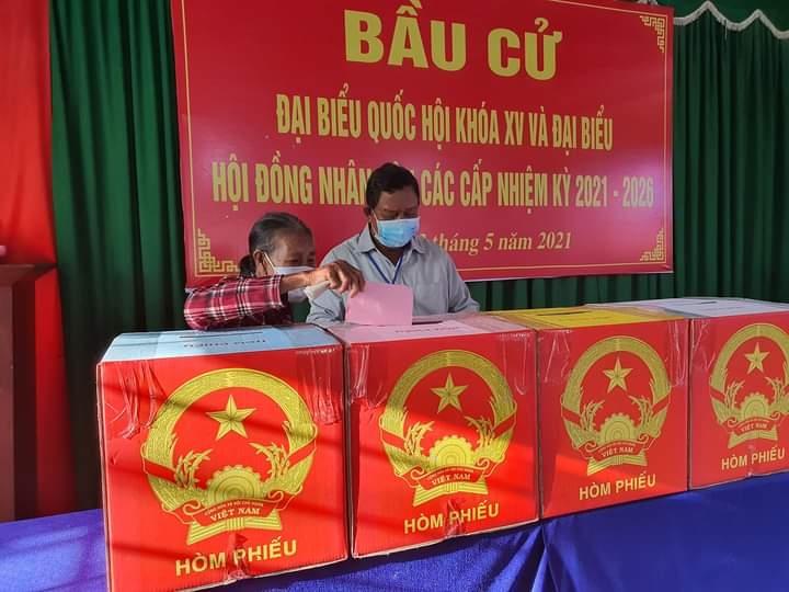Đồng bào DTTS ở thôn Tân Châu, xã Bàu Chinh, huyện Châu Đức, tỉnh BR-VT đi bầu cử