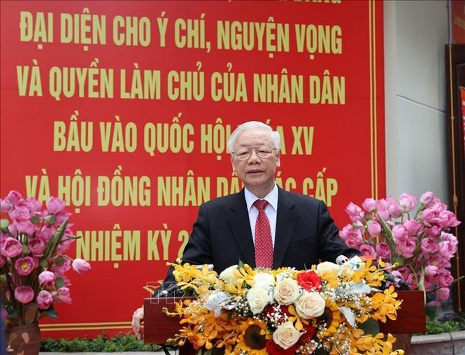Tổng Bí thư Nguyễn Phú Trọng trả lời phỏng vấn báo chí tại Khu vực bỏ phiếu số 4, phường Nguyễn Du, quận Hai Bà Trưng. Ảnh: Trí Dũng/TTXVN