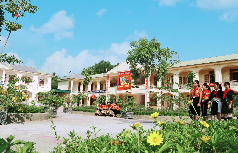 Khuôn viên Trường PTDTNT THCS Tương Dương (Nghệ An)