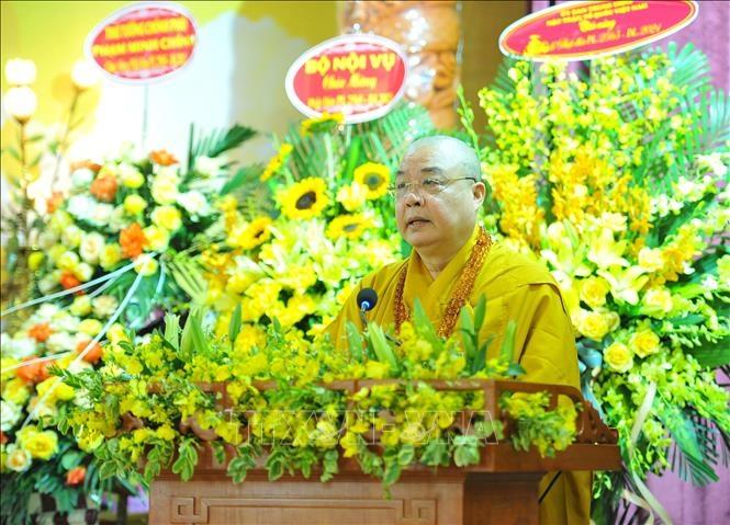 Hòa thượng Thích Thanh Nhiễu, Phó Chủ tịch Thường trực Hội đồng Trị sự Giáo hội Phật giáo Việt Nam tuyên đọc thông điệp Phật đản 2021. Ảnh: Minh Đức/TTXVN