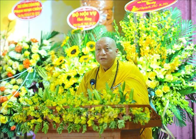 Hòa thượng Thích Gia Quang, Phó Chủ tịch Hội đồng Trị sự, Trưởng ban Thông tin Truyền thông của Trung ương Giáo hội Phật giáo Việt Nam đọc diễn văn tại Lễ Phật đản. Ảnh: Minh Đức/TTXVN