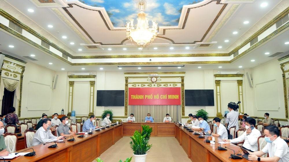 Phó Thủ tướng Thường trực Chính phủ Trương Hòa Bình họp khẩn với TPHCM triển khai các biện pháp phòng chống dịch bệnh COVID-19.