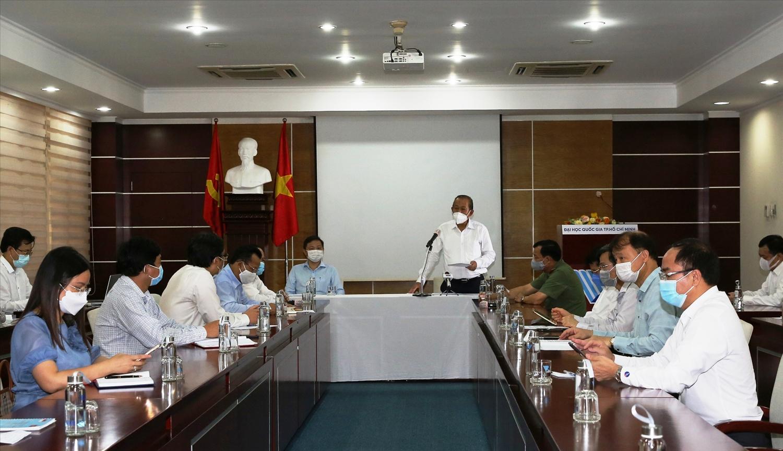 Phó Thủ tướng Thường trực Chính phủ Trương Hòa Bình cùng các thành viên trong đoàn họp với lãnh đạo Đại học Quốc gia TPHCM. Ảnh: VGP/Mạnh Hùng