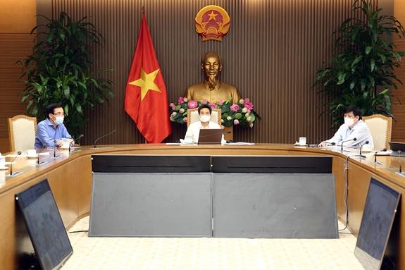 Phó Thủ tướng Vũ Đức Đam, Trưởng Ban Chỉ đạo quốc gia, Bộ trưởng, Chủ nhiệm VPCP Trần Văn Sơn, Bộ trưởng Y tế Nguyễn Thanh Long dự họp tại điểm cầu Hà Nội. Ảnh: VGP