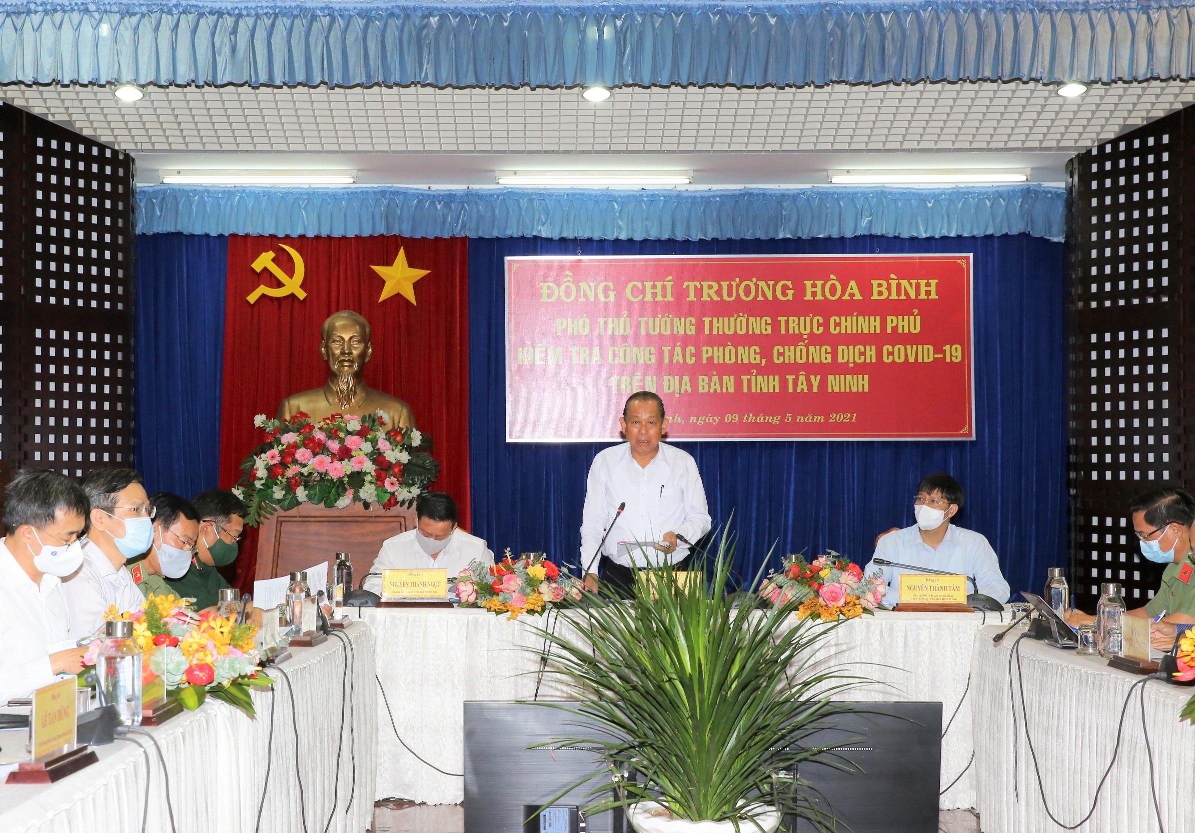 Phó Thủ tướng Thường trực Chính phủ Trương Hoà Bình dự họp tại điểm cầu Tây Ninh. Ảnh: VGP/Mạnh Hùng
