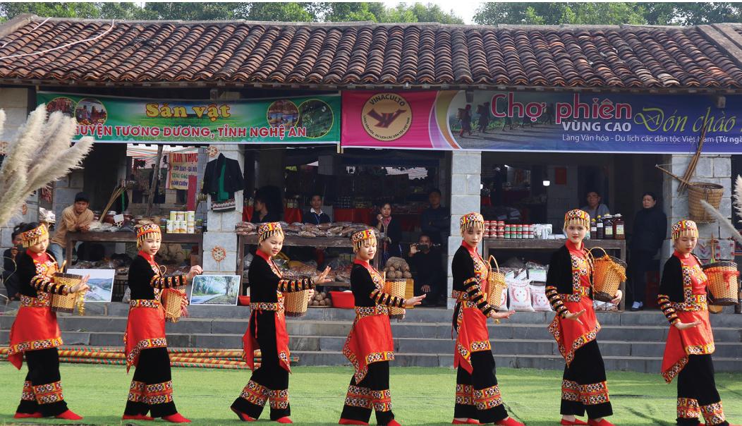 Những làn điệu dân ca, dân vũ tạo nên dấu ấn riêng trong hoạt động du lịch cộng đồng