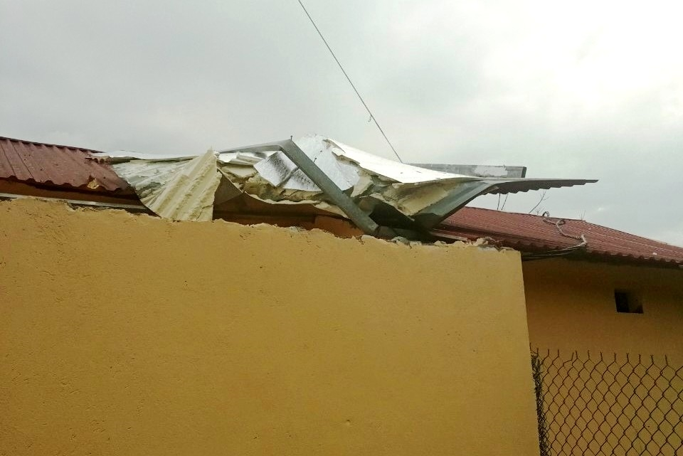 Trường học ở Văn Bàn bị tốc mái