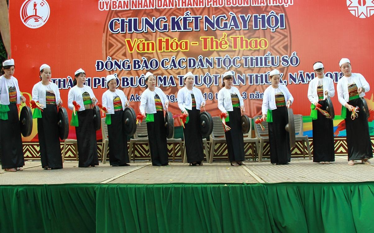 Đội chiêng Mường xã Hòa Thắng, TP. Buôn Ma Thuột biểu diễn tại Ngày hội văn hóa