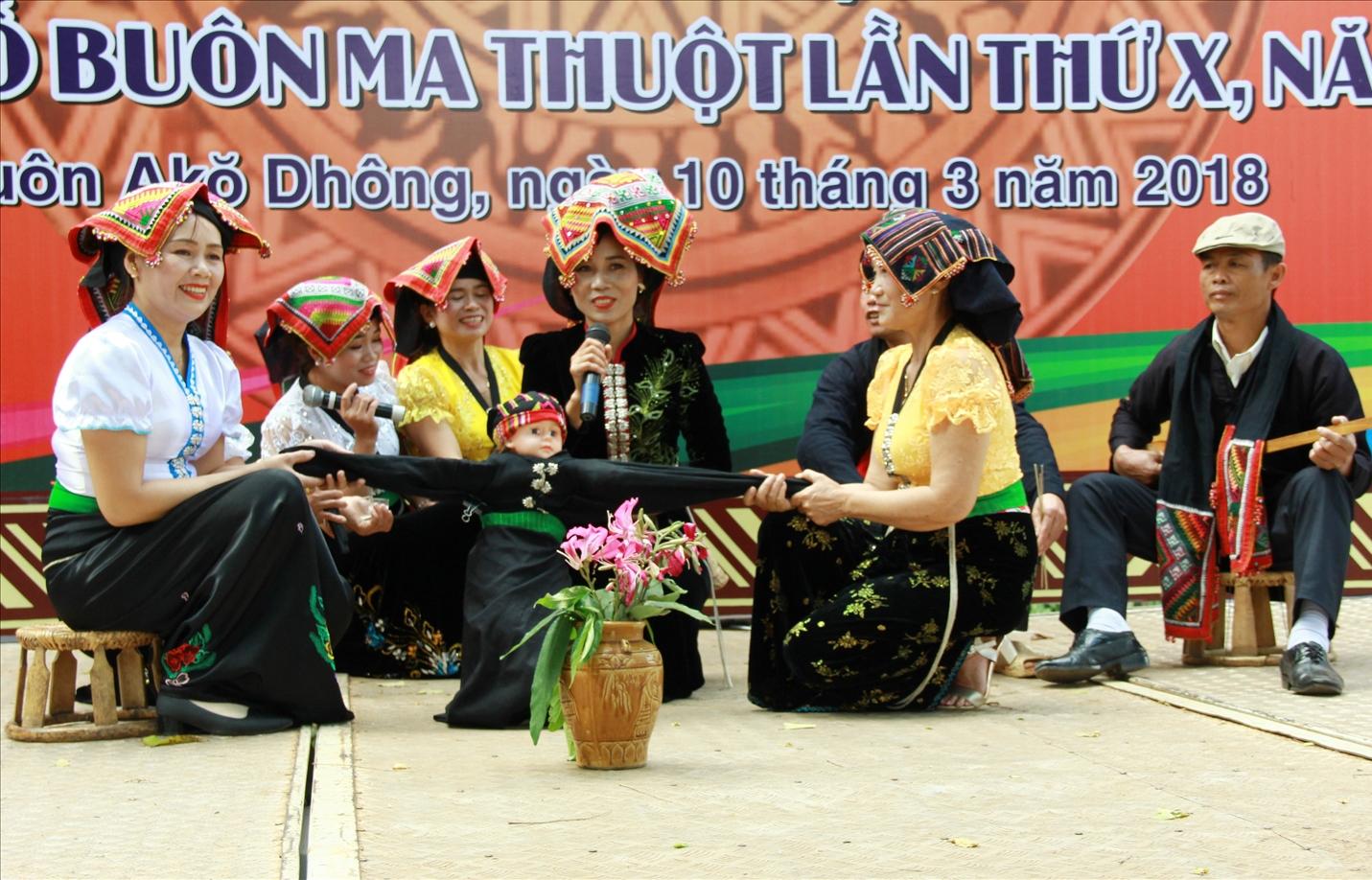 Đồng bào dân tộc Thái xã Hòa Phú, TP. Buôn Ma Thuột sinh hoạt văn hóa Thái