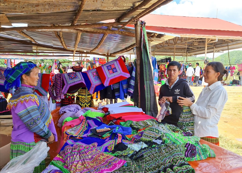 Chợ phiên Đắk R'Măng (Đắk Nông)