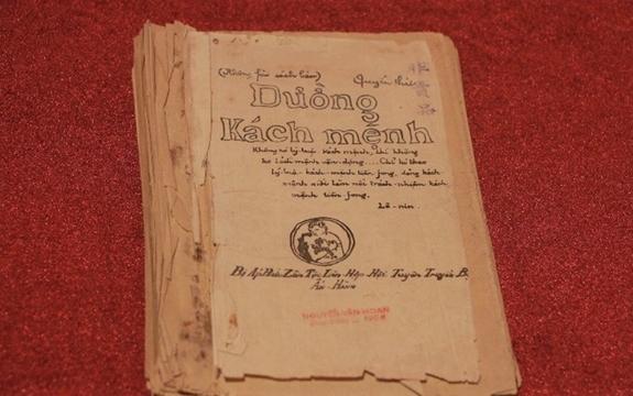 """Cuốn """"Đường Kách mệnh""""-Bảo vật quốc gia được trưng bày tại Bảo tàng Lịch sử quốc gia Việt Nam. Ảnh tư liệu"""