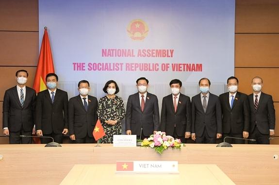 Chủ tịch Quốc hội và đoàn đại biểu Quốc hội Việt Nam dự cuộc hội đàm.