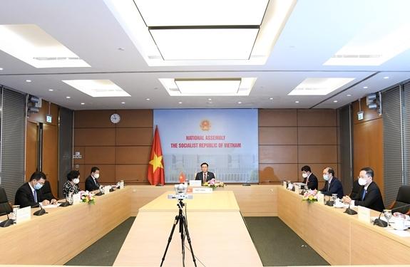 Quang cảnh cuộc hội đàm từ đầu cầu Nhà Quốc hội Việt Nam.
