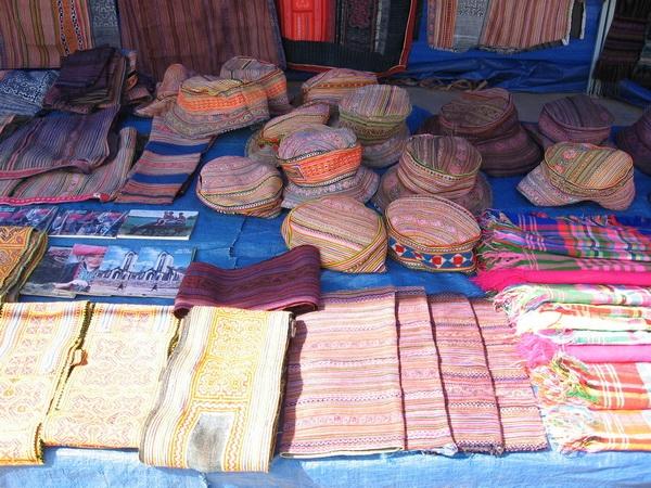 Những sản phẩm thổ cẩm của người Mông Hoa