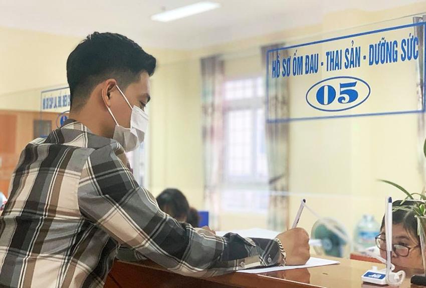 BHXH Việt Nam yêu cầu chấn chỉnh công tác quản lý, xét duyệt hưởng chế độ ốm đau, thai sản. Ảnh minh hoạ (tư liệu)