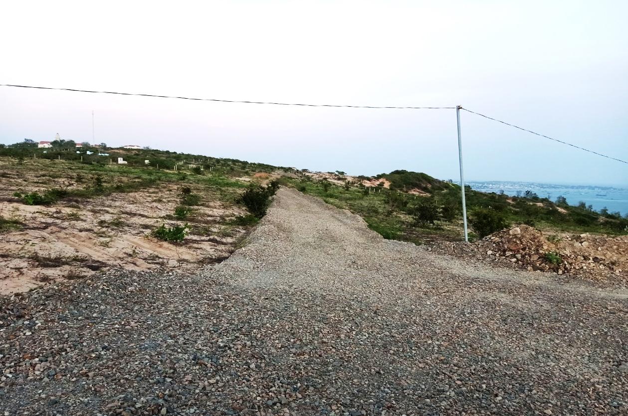 Tự ý san đất, làm đường không phép dẫn vào dự án