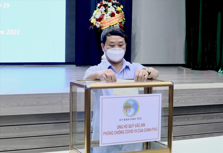 Bộ trưởng, Chủ nhiệm Hầu A Lềnh ủng hộ Quỹ vắc xin phòng Covid-19 Việt Nam
