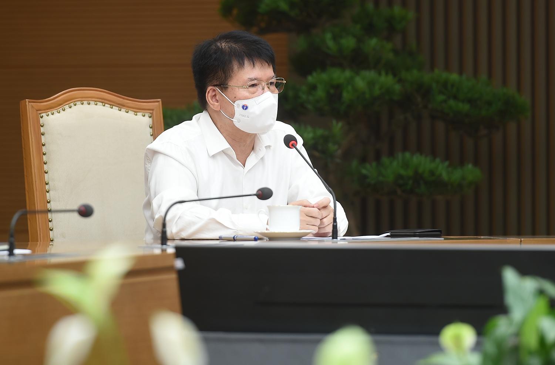 Thứ trưởng Bộ Y tế Trương Quốc Cường cho biết tất cả những DN có khả năng tiếp cận nguồn vaccine nhập khẩu đều được hướng dẫn, tạo điều kiện tối đa để có vaccine sớm nhất. Ảnh: VGP/Đình Nam
