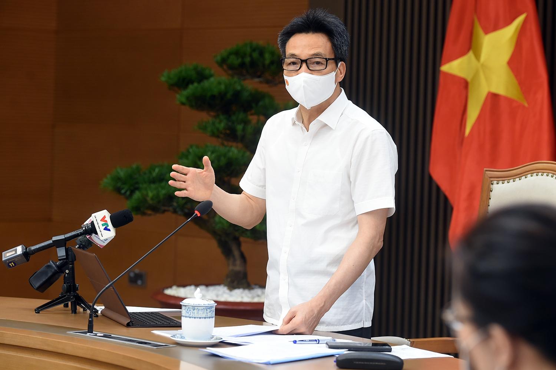 Phó Thủ tướng Vũ Đức Đam: Vấn đề vaccine được chú ý ngay từ khi dịch bệnh COVID-19 xuất hiện. Vaccine về Việt Nam chưa nhiều không phải vì chúng ta thiếu tiền, hay phải chờ xã hội hoá mà bởi vì nguồn cung khan hiếm. Ảnh: VGP/Đình Nam