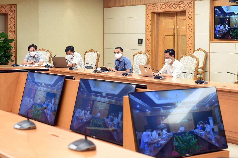 Bắc Ninh, Bắc Giang đang tích cực tuyên truyền những người đã tiêm vaccine thực hiện nghiêm khuyến cáo 5K, vì sau khi tiêm phải 2 tuần sau mới có kháng thể. Ảnh: VGP/Đình Nam