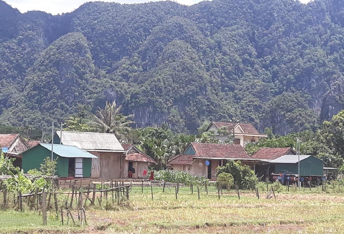 Nhà nổi phù hợp đến nỗi cả xã Tân Hóa có 600 hộ dân, thì có tới 500 nhà nổi, trừ hộ không bị lũ thì không xây nhà nổi