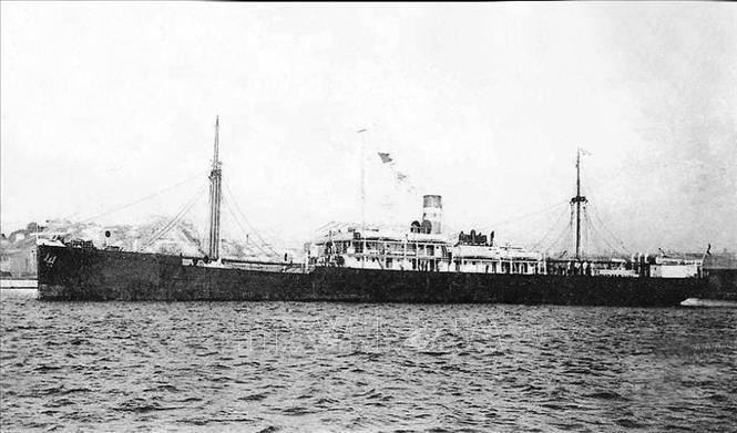 Ngày 5/6/1911, tại cảng Sài Gòn, người thanh niên yêu nước Nguyễn Tất Thành (Chủ tịch Hồ Chí Minh) quyết tâm ra đi trên con tàu Đô đốc Latouche-Tréville để thực hiện hoài bão giải phóng nước nhà khỏi ách nô lệ của thực dân, đế quốc. Ảnh: Tư liệu/TTXVN phát