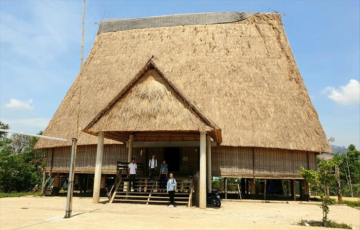 Nhà rông làng Kon Sơ Lăl lớn nhất Tây Nguyên. Ảnh: Thùy Dung