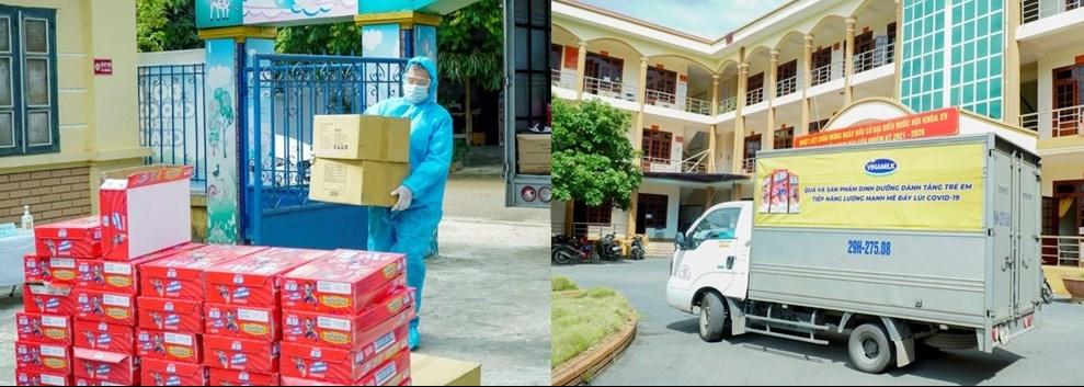 Các công tác giao nhận sữa và quà tặng đến các địa điểm cách ly được Vinamilk thực hiện một cách nghiêm túc, tuân thủ chặt chẽ quy định phòng dịch
