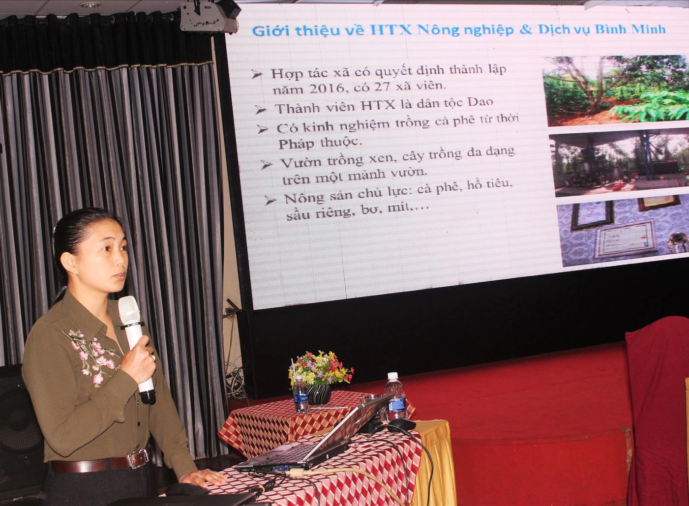 """Chị Triệu Thị Châu, báo cáo tham luận tại Hội thảo """" Cách mạng công nghiệp 4.0: Cơ hội thách thức trong sản xuất nông nghiệp và xuất khẩu nông sản tại Tây Nguyên (Ảnh: Hoàng Thế Hà)"""
