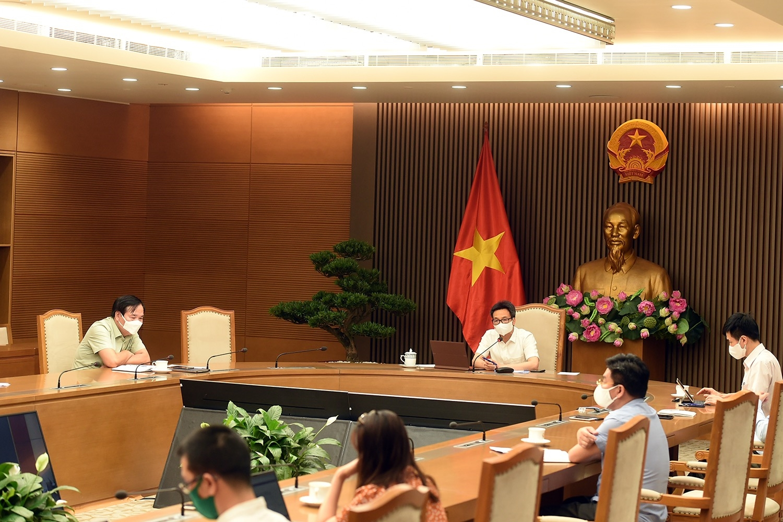 Phó Thủ tướng Vũ Đức Đam: Bắc Ninh phải tập trung làm rất sát, rất quyết liệt, đặc biệt trong rà soát, sàng lọc, không chỉ xét nghiệm mà cả điều tra dịch tễ để đưa công nhân vào nhà máy làm việc bảo đảm tuyệt đối an toàn. Ảnh: VGP/Đình Nam