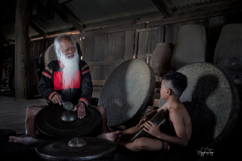 Già làng E Đê gìn giữ bảo vật chiêng cổ