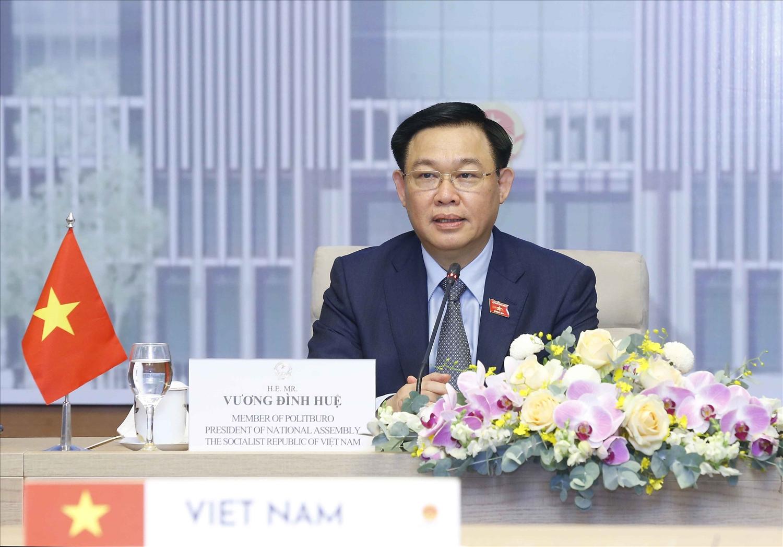 Chủ tịch Quốc hội Vương Đình Huệ phát biểu tại hội đàm - Ảnh: VGP/Nguyễn Hoàng