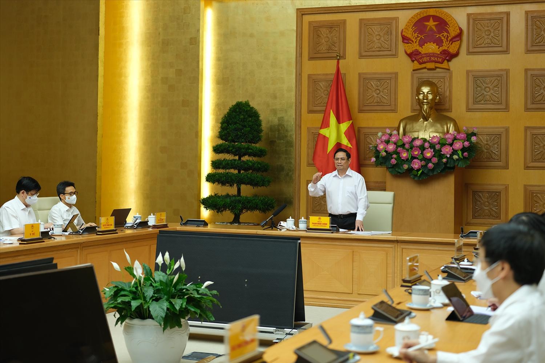 Thủ tướng Phạm Minh Chính: Phải sản xuất bằng được vaccine phòng chống COVID-19 để chủ động lo cho người dân. Ảnh: VGP/Quang Hiếu