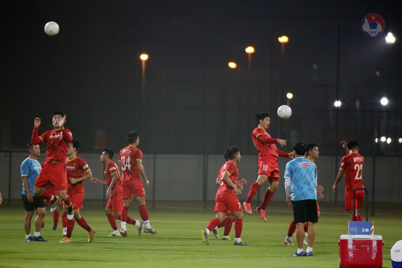 Các cầu thủ Việt Nam hứng khởi luyện tập sẵn sàng cho trận gặp Đội tuyển Indonesia. Ảnh: VFF