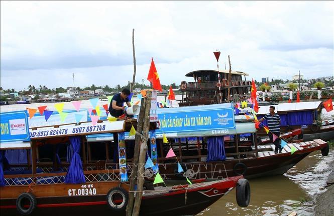 Các tàu du lịch tham gia Ngày hội du lịch Văn hóa Chợ nổi Cái Răng. Ảnh tư liệu: Thanh Liêm/TTXVN