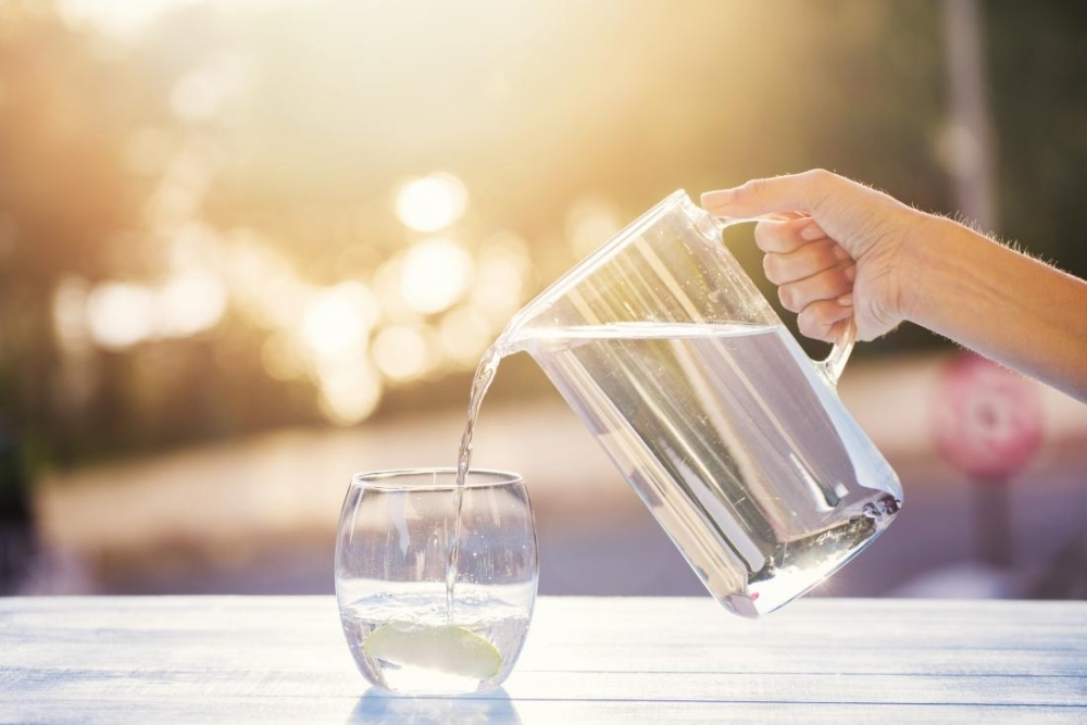Người bệnh tiểu đường cần uống đủ nước trong mùa hè để tránh nguy cơ cho sức khỏe. Ảnh minh họa