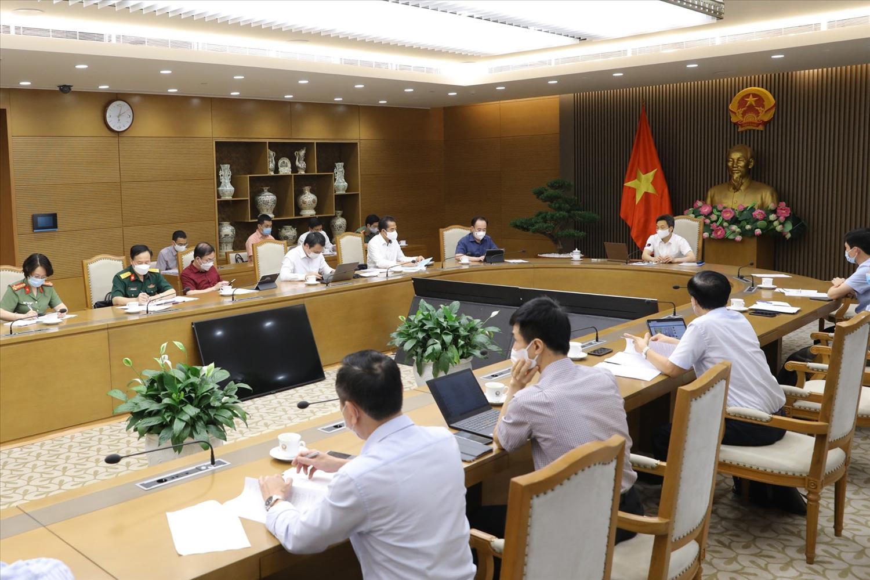 Thường trực Ban Chỉ đạo giao Bộ Y tế khẩn trương đúc rút kinh nghiệm phòng, chống dịch trong khu công nghiệp tại Bắc Ninh, Bắc Giang, phổ biến ngay cho các địa phương. Ảnh VGP