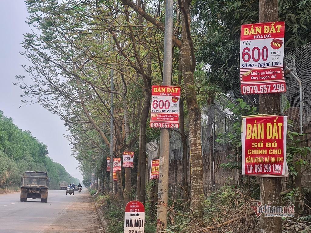 Không chờ đến khi quy hoạch chung đô thị vệ tinh Hòa Lạc được Thủ tướng phê duyệt, đất nền Hoà Lạc đã liên tục xuất hiện những cơn sốt trong hơn 10 năm qua