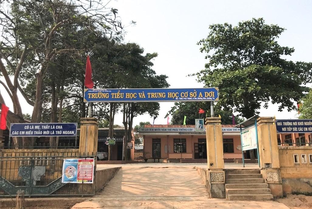 Trường Tiểu học và Trung học cơ sở xã A Dơi được xây dựng kiên cố khang trang.