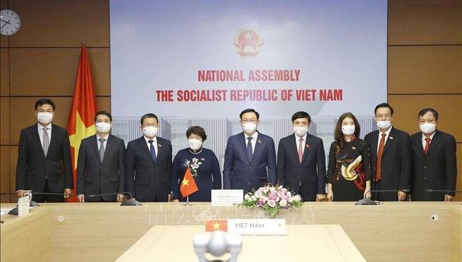 Chủ tịch Quốc hội Vương Đình Huệ và các đại biểu dự hội đàm trực tuyến - Ảnh: Doãn Tấn - TTXVN