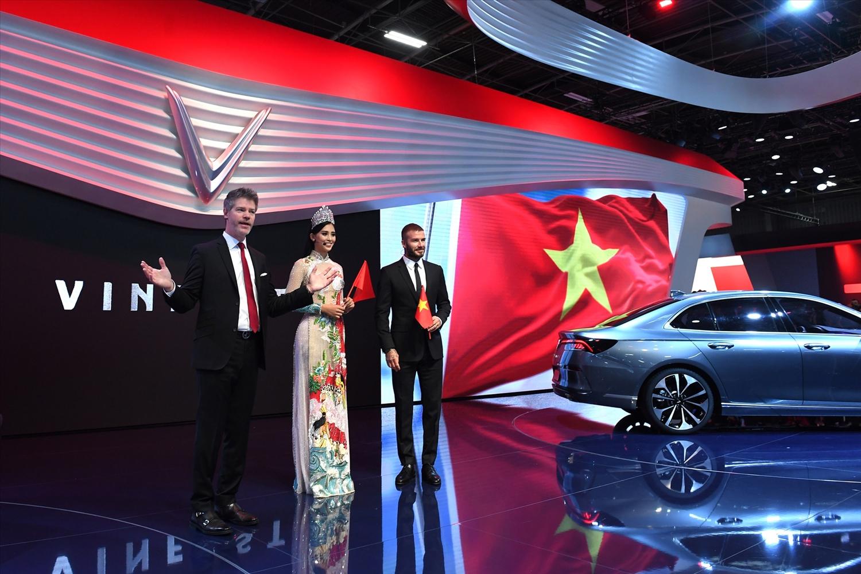Tự hào vì đã có doanh nghiệp Việt sản xuất và giới thiệu ô tô Việt ra thế giới