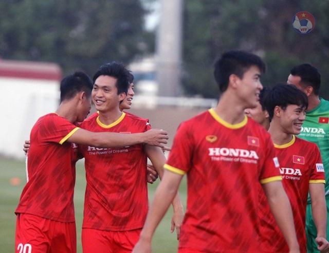 Các cầu thủ ĐT Việt Nam trở lại tập luyện chuẩn bị cho trận đấu gặp Malaysia
